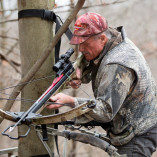 crossbow-hunter-with-monopod-adapter